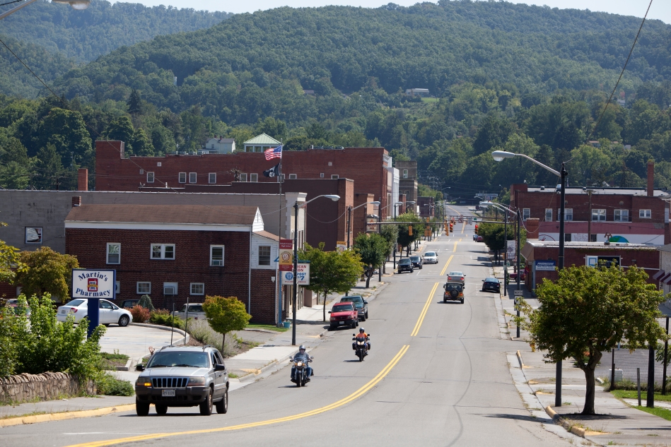A view of North Washington Avenue in Pulaski, Virginia.