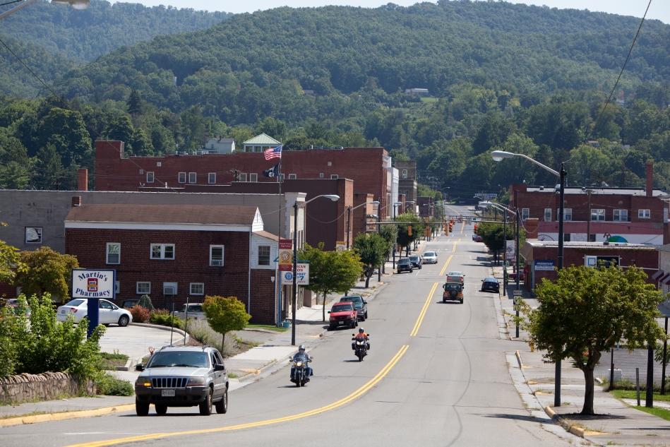 A view of North Washington Avenue in Pulaski, Virginia.
